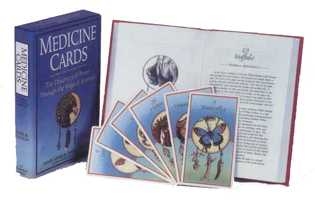 Medicine Cards: The Discovery of Power Through the Ways of Animals - Jamie Sams & David Carson